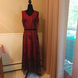 Euc beautiful 3/4 length dress